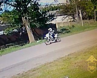 Полицейские Уссурийска нашли водителя мотоцикла, скрывшегося с места ДТП, не оказав помощи пострадавшим.