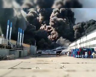 Склад лакокрасочных материалов горел в Самаре.